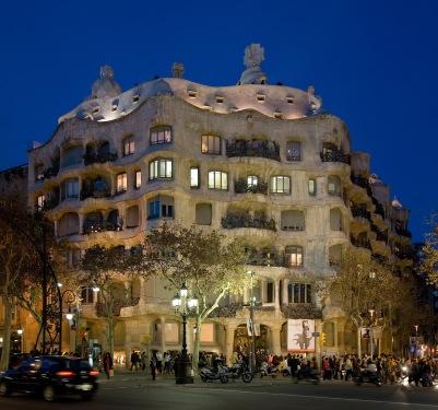 Casa_Milà_-_Barcelona,_Spain_-_Jan_2007